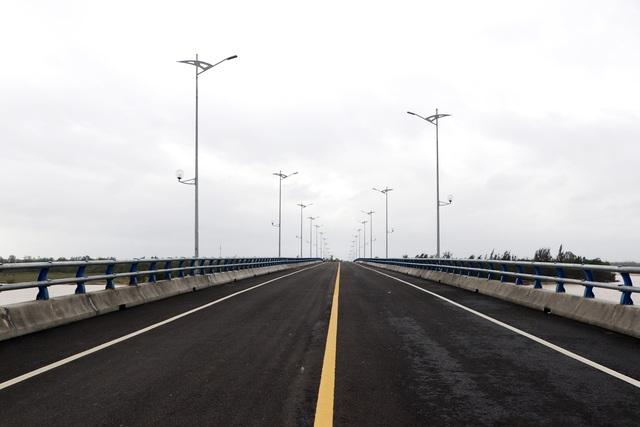 Cầu vượt sông Thu Bồn 240 tỷ đồng không có đường dẫn - 2