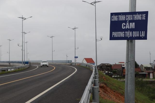 Cầu vượt sông Thu Bồn 240 tỷ đồng không có đường dẫn - 3
