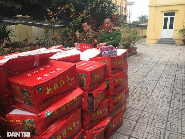 Bắt giữ 10 tấn bánh kẹo không rõ nguồn gốc tại bãi cảng Hà Nội - 5