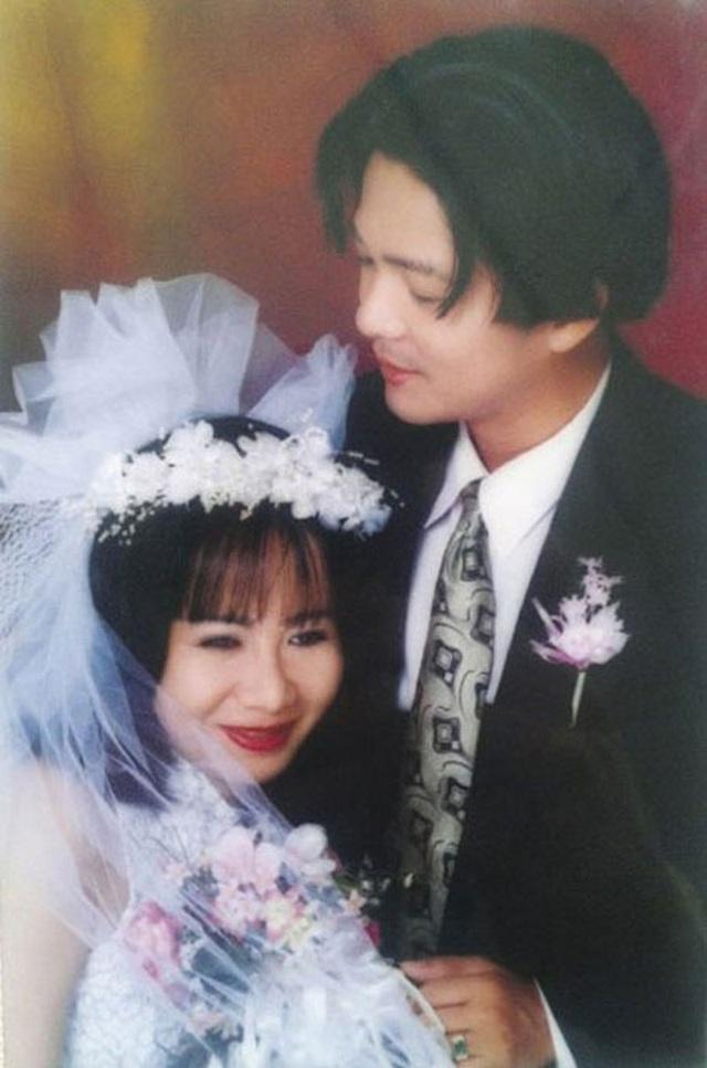 Ca sĩ Vũ Hà hạnh phúc bên bà xã 60 tuổi - 1