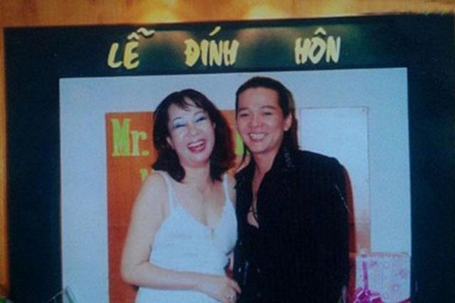 Ca sĩ Vũ Hà hạnh phúc bên bà xã 60 tuổi - 2