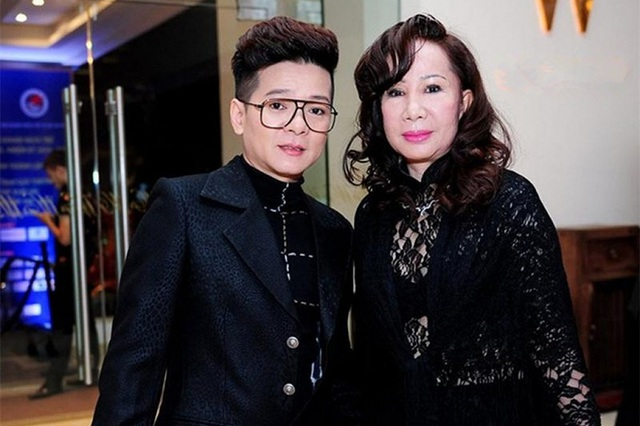 Ca sĩ Vũ Hà hạnh phúc bên bà xã 60 tuổi - 3