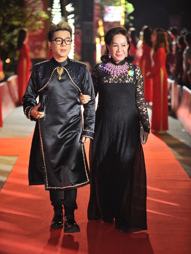 Ca sĩ Vũ Hà hạnh phúc bên bà xã 60 tuổi - 5
