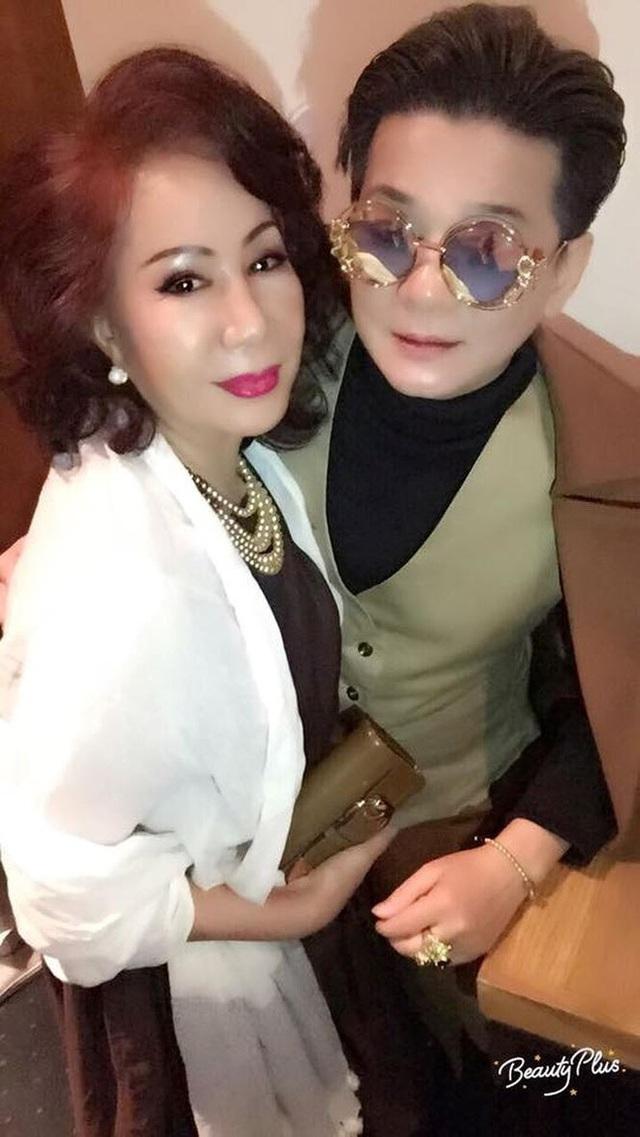 Ca sĩ Vũ Hà hạnh phúc bên bà xã 60 tuổi - 7