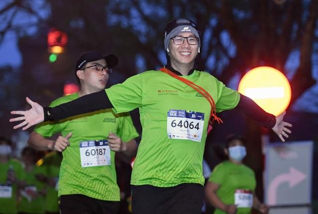 Ông Đoàn Ngọc Hải chinh phục đường chạy 42km tại Huế - 10