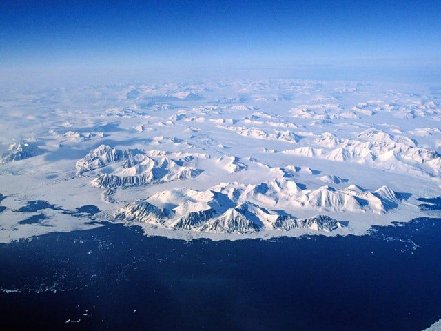 Nơi khách đến sống không cần visa, gấu Bắc Cực nhiều hơn con người - 2
