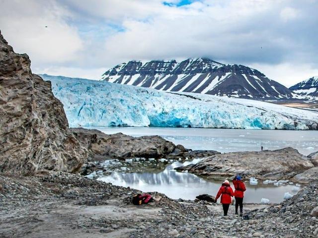 Nơi khách đến sống không cần visa, gấu Bắc Cực nhiều hơn con người - 5
