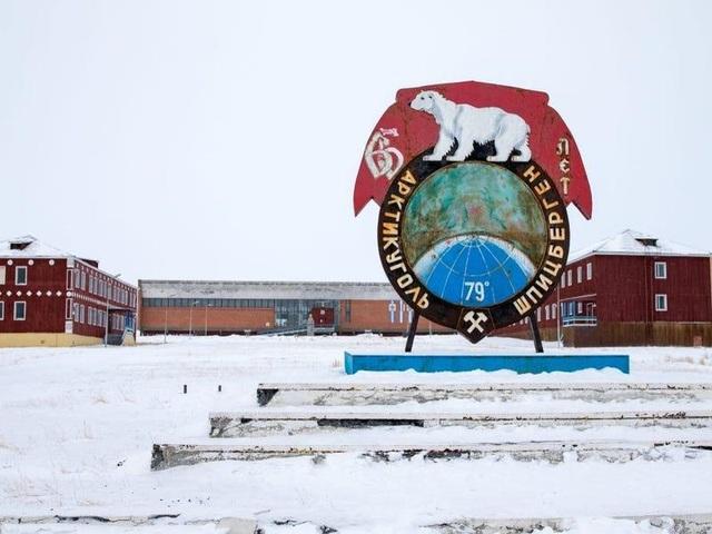 Nơi khách đến sống không cần visa, gấu Bắc Cực nhiều hơn con người - 9