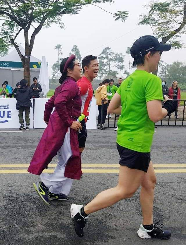 Ông Đoàn Ngọc Hải chinh phục đường chạy 42km tại Huế - 6