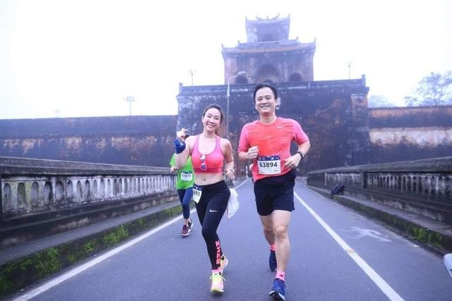 Ông Đoàn Ngọc Hải chinh phục đường chạy 42km tại Huế - 11