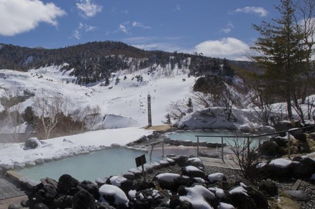 Lên núi trượt tuyết và tắm onsen ở những resort hàng đầu Nhật Bản - 3