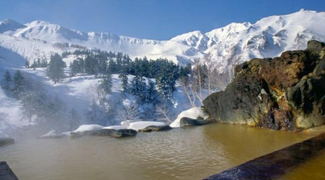 Lên núi trượt tuyết và tắm onsen ở những resort hàng đầu Nhật Bản - 4