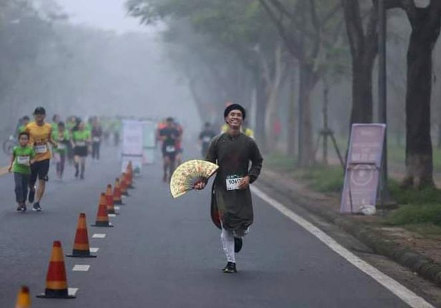 Ông Đoàn Ngọc Hải chinh phục đường chạy 42km tại Huế - 8