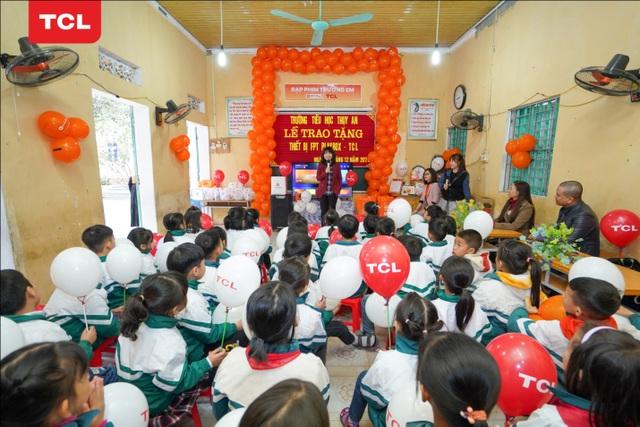 TCL kết thúc hành trình trao tặng 100 chiếc tivi đầy ý nghĩa với Rạp Phim Trường Em 2020 - 2