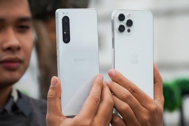 Sony Xperia 1 II đọ dáng iPhone 12 Pro Max: 30 triệu chọn smartphone nào? - 8