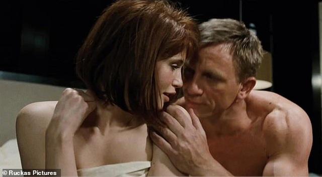 Gemma Arterton: Tôi nhận vai Bond Girl chỉ vì quá nghèo - 1