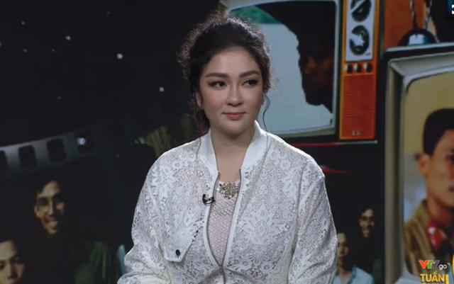 Hoa hậu Nguyễn Thị Huyền tiết lộ sự cố đóng cảnh nóng năm 18 tuổi - 1