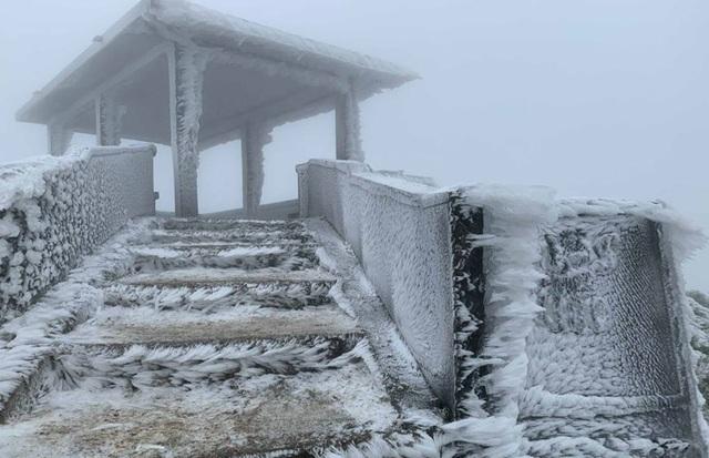 Không khí lạnh tràn về, miền Bắc có nơi khả năng xuất hiện băng giá - 1