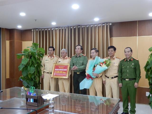 Đà Nẵng khen thưởng CSGT phát hiện người Trung Quốc nhập cảnh trái phép - 1