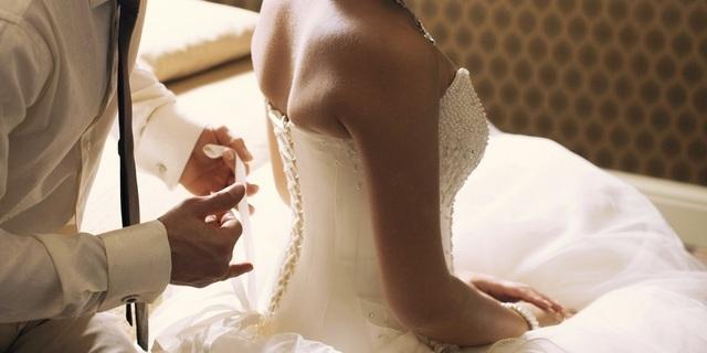 Đêm tân hôn, vợ mới cưới quỳ khóc tự nhận mình là hàng... second hand - 1