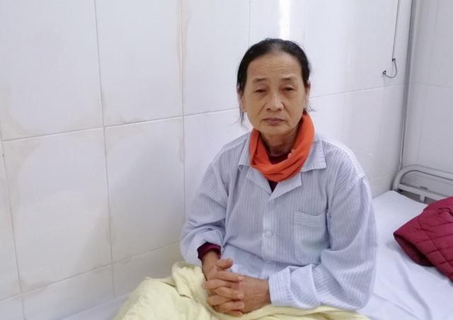 Bạn đọc hỗ trợ, nữ sinh Đại học Y  tức tốc đưa mẹ ra Hà Nội nhập viện - 1