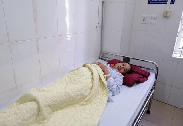Bạn đọc hỗ trợ, nữ sinh Đại học Y  tức tốc đưa mẹ ra Hà Nội nhập viện - 3