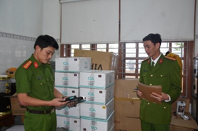 Bắt 2 xe tải chở số lượng lớn hàng ngoại nhập lậu - 2