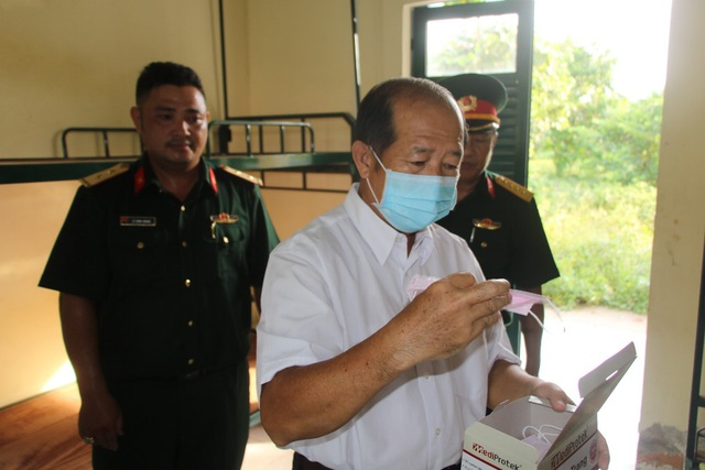 Khách nữ đi cùng xe bệnh nhân 1440 dương tính với SARS-CoV-2 - 1