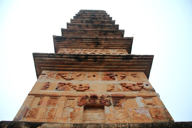 Cận cảnh bảo tháp đẹp nhất xứ Bắc, được xây bằng 13 nghìn gạch đất nung cổ - 2
