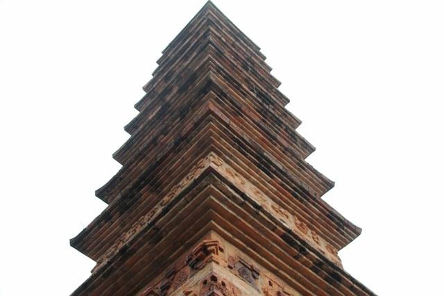Cận cảnh bảo tháp đẹp nhất xứ Bắc, được xây bằng 13 nghìn gạch đất nung cổ - 3