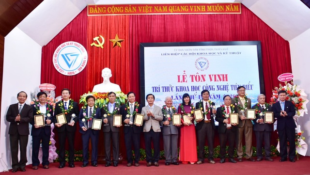 Tôn vinh 12 nhà khoa học tiêu biểu Thừa Thiên Huế - 1