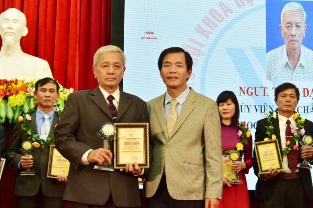 Tôn vinh 12 nhà khoa học tiêu biểu Thừa Thiên Huế - 2