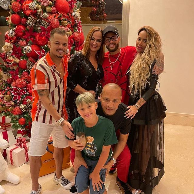 Neymar bị chỉ trích vì mời khách tiệc tùng giữa đại dịch Covid-19 - 1