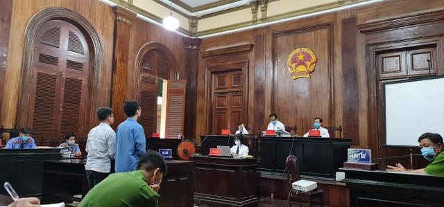 Nguyên Phó Chánh án la hét kêu oan, nguyên giảng viên ngất xỉu tại tòa - 1