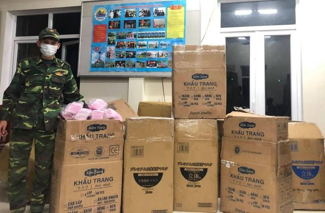 Phát hiện 2 vụ vận chuyển khẩu trang trong đêm, thu gần 150.000 chiếc  - 1