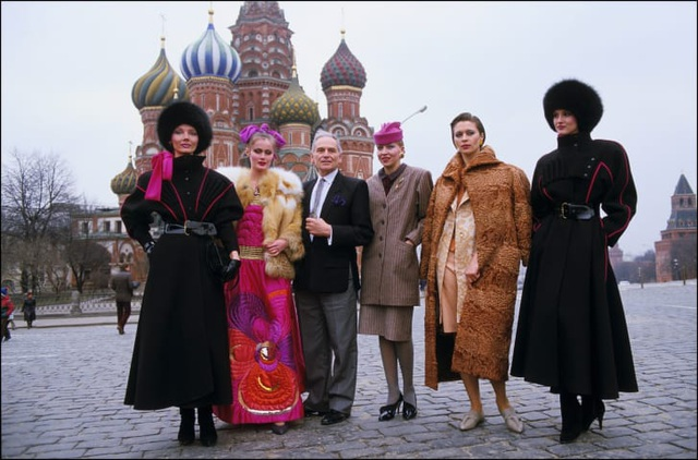 Nhà thiết kế thời trang huyền thoại Pierre Cardin qua đời ở tuổi 98 - 5