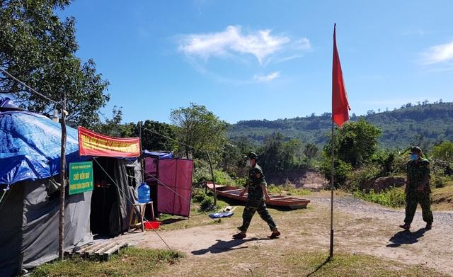 Bộ đội Biên phòng đón tết nơi biên giới canh người nhập cảnh trái phép - 4