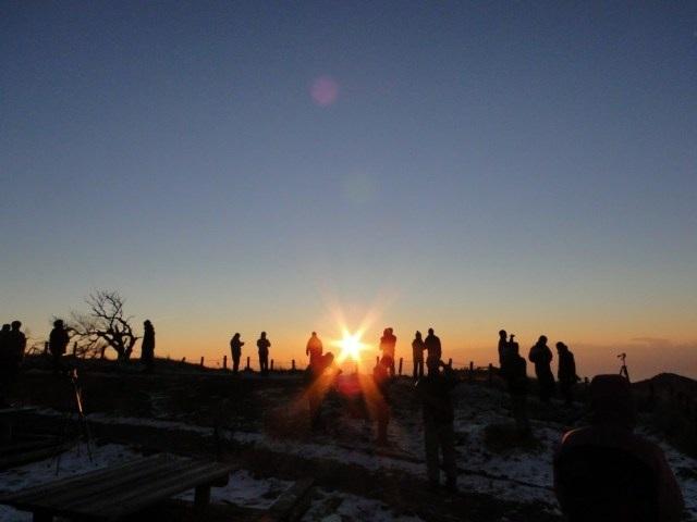 3 điểm lưu trú trên núi để đón bình minh đầu tiên của năm mới - 3