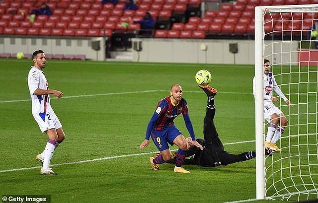Barcelona hòa thất vọng trong ngày vắng Messi - 2