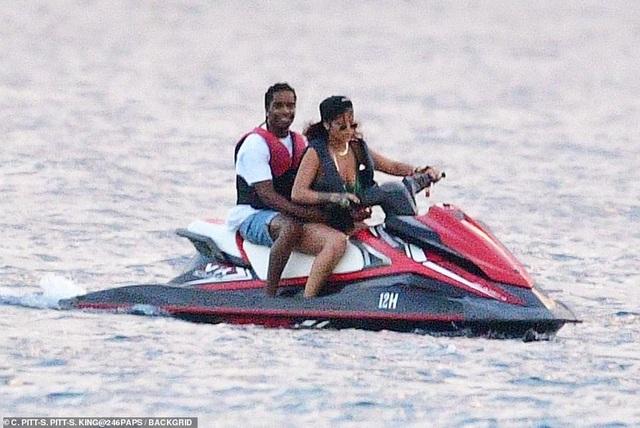 Rihanna nghỉ giáng sinh cùng bạn trai mới - 6