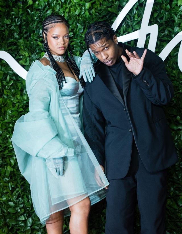 Rihanna nghỉ giáng sinh cùng bạn trai mới - 8