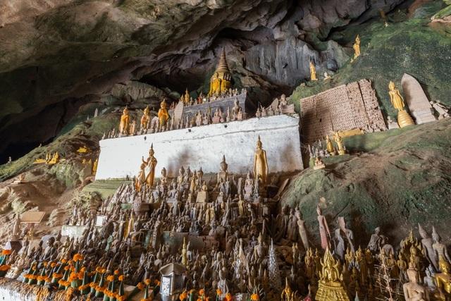 Bất ngờ bên trong hang động có 4.000 pho tượng Phật được chạm khắc tinh xảo - 2