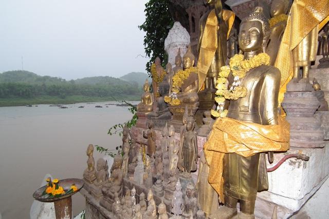Bất ngờ bên trong hang động có 4.000 pho tượng Phật được chạm khắc tinh xảo - 3