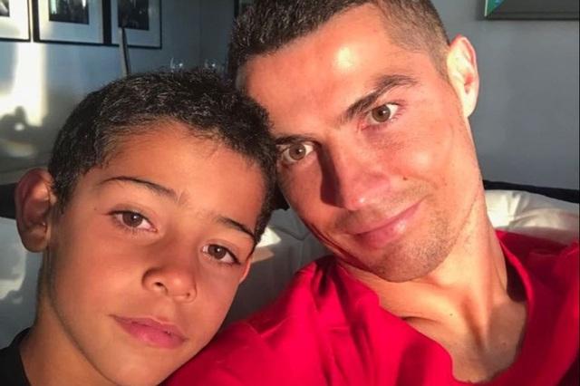 C.Ronaldo không kỳ vọng con trai phải theo nghiệp cầu thủ - 1