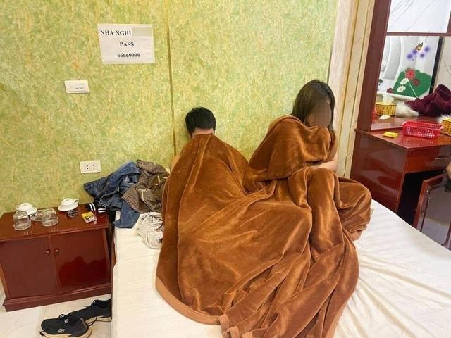 Hà Nội: Nữ chủ nhà nghỉ kiếm thêm bằng môi giới mại dâm - 1