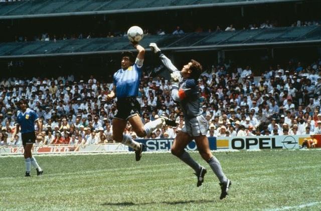 Người Anh vẫn không tha thứ Maradona vì bàn thắng Bàn tay của chúa - 1
