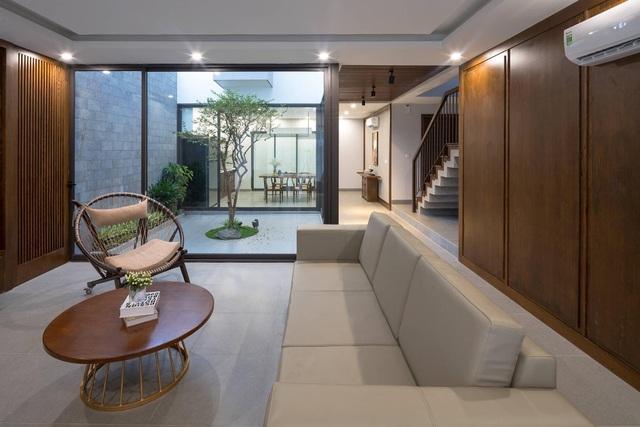 """ngoi nha can khoi bui cua cap vo chong trung nien o quang ninhdocx 1609331049707 - Ngôi nhà có thiết kế lạ """"cản"""" khói bụi của cặp vợ chồng ở Quảng Ninh"""