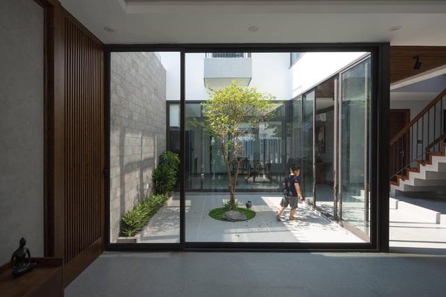"""ngoi nha can khoi bui cua cap vo chong trung nien o quang ninhdocx 1609331050381 - Ngôi nhà có thiết kế lạ """"cản"""" khói bụi của cặp vợ chồng ở Quảng Ninh"""