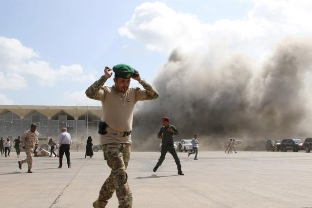 Tên lửa tấn công gần máy bay chở Thủ tướng Yemen, 22 người chết - 3