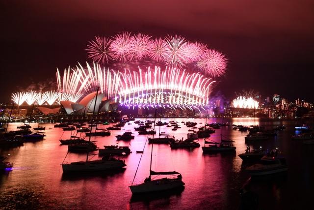Màn pháo hoa tuyệt đẹp đón năm mới 2021 - 1